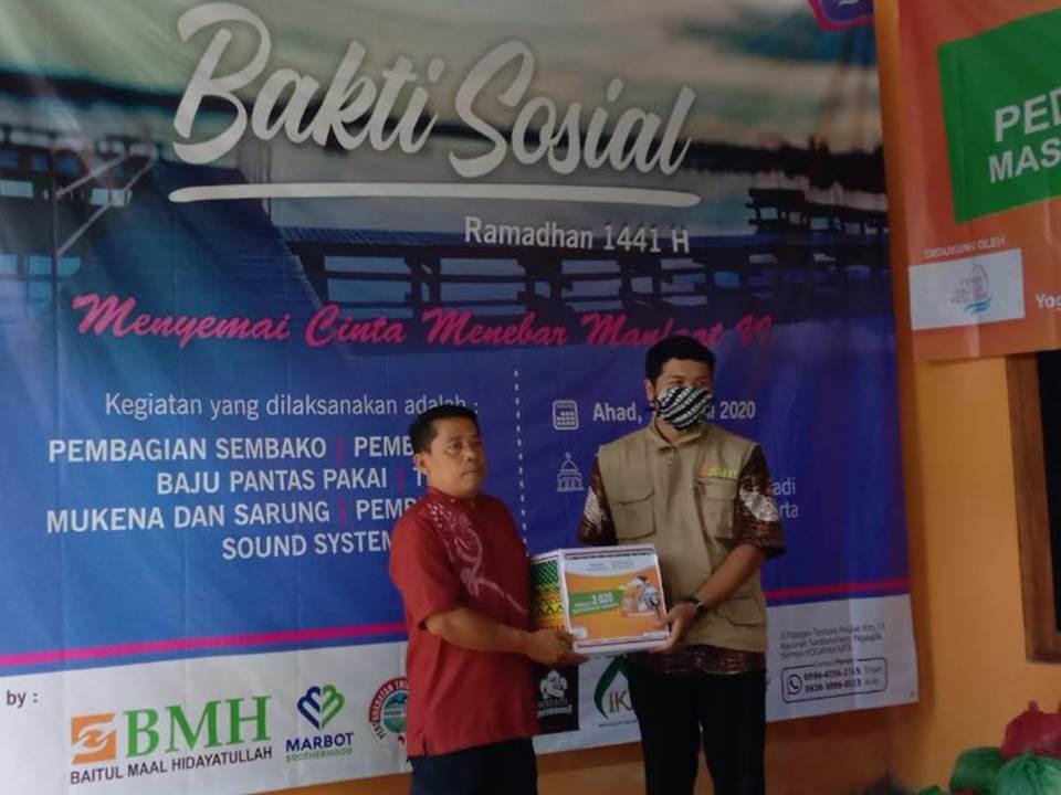 BMH Salurkan Bantuan Sembako Bersama Forum Kajian Muslimah