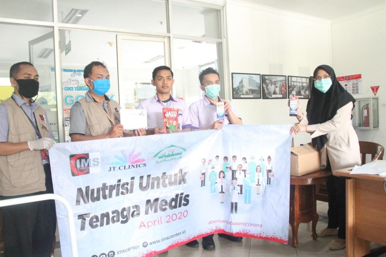 IMS Serahkan APD dan Nutrisi Untuk Medis