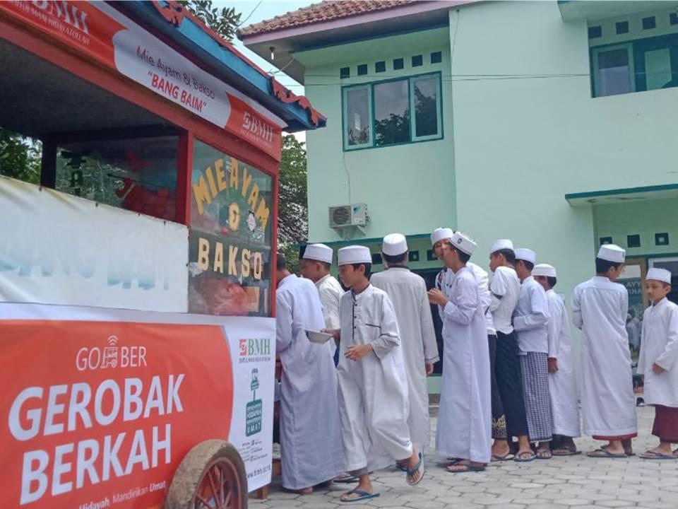 BMH Berdayakan UMKM dengan Berikan Bantuan Modal
